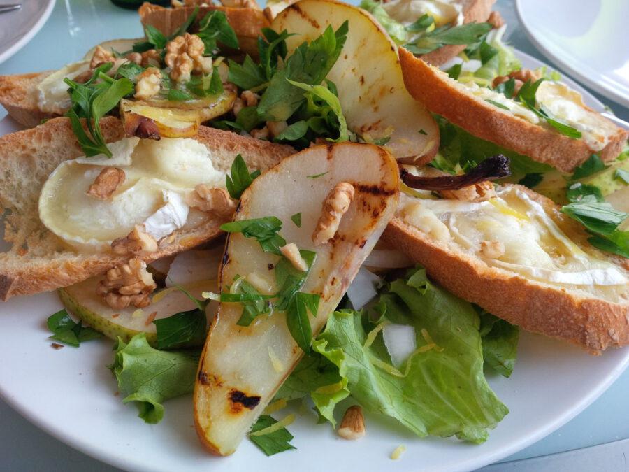 Gedeostsalat med pære