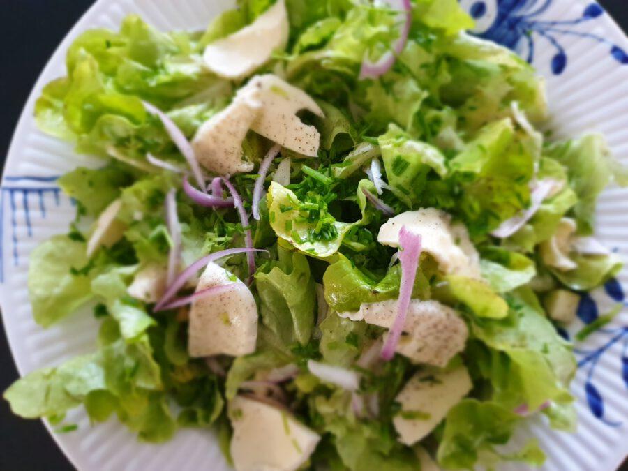 salat med olivenolie